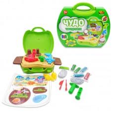 """Набор """"Мир Динозавров"""", масса для лепки, 5 упаковок разных цветов в наборе с игровым полем и тематическими аксес, в чемоданчике, 26 пред (ABtoys. Чудо-чемоданчик, PT-00706)"""